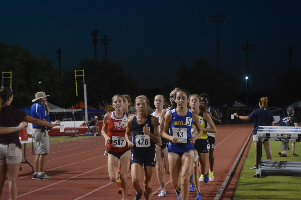 21st Day 1 - Women's 4x100/10,000M Photo