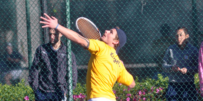 Junior Zach Hilton earned his first career collegiate varsity singles win on Thursday morning.