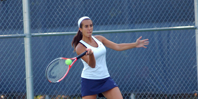 Junior Lauren Paras picked up her team-leading 17th win of the season at No. 5 Lindsey Wilson on Thursday.