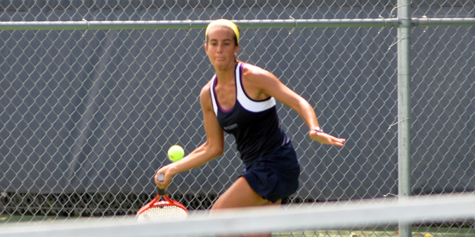 Senior Lauren Paras finished the 2013 league season with a flawless 8-0 record after a straight-sets win on Thursday.